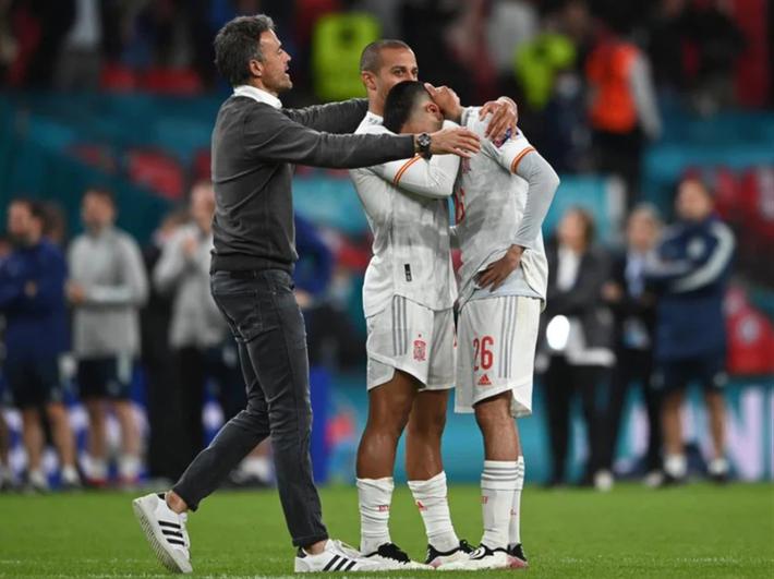 Các cầu thủ Tây Ban Nha bật khóc, lặng đi sau thất bại tại bán kết Euro 2020 - Ảnh 5.