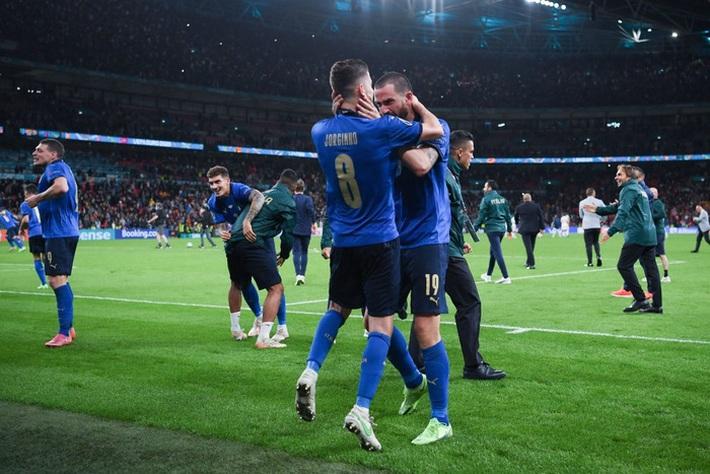 Ảnh: Tuyển Italy ăn mừng cuồng nhiệt sau chiến thắng tại bán kết Euro 2020 - Ảnh 5.