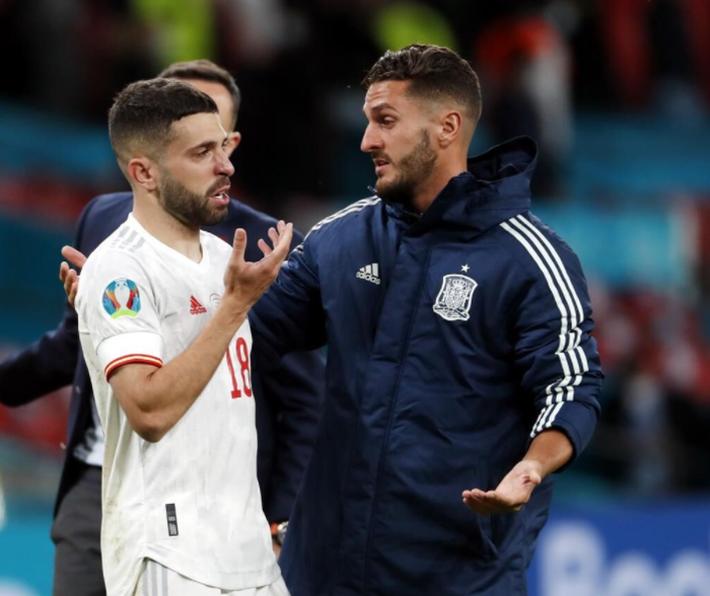 Các cầu thủ Tây Ban Nha bật khóc, lặng đi sau thất bại tại bán kết Euro 2020 - Ảnh 6.