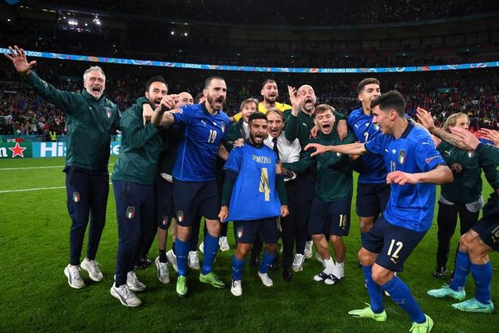 Ảnh: Tuyển Italy ăn mừng cuồng nhiệt sau chiến thắng tại bán kết Euro 2020 - Ảnh 6.
