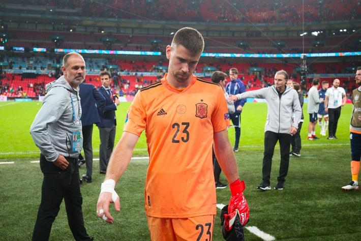 Các cầu thủ Tây Ban Nha bật khóc, lặng đi sau thất bại tại bán kết Euro 2020 - Ảnh 7.