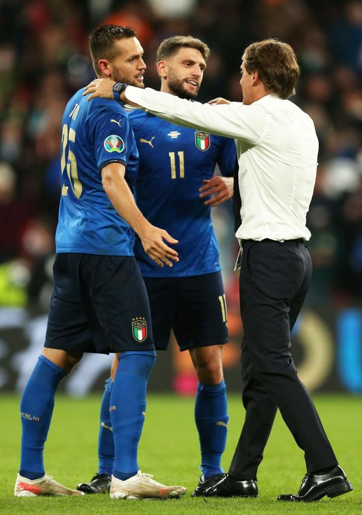 Ảnh: Tuyển Italy ăn mừng cuồng nhiệt sau chiến thắng tại bán kết Euro 2020 - Ảnh 7.