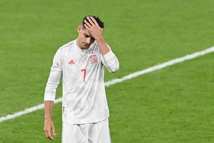 Các cầu thủ Tây Ban Nha bật khóc, lặng đi sau thất bại tại bán kết Euro 2020 - Ảnh 9.