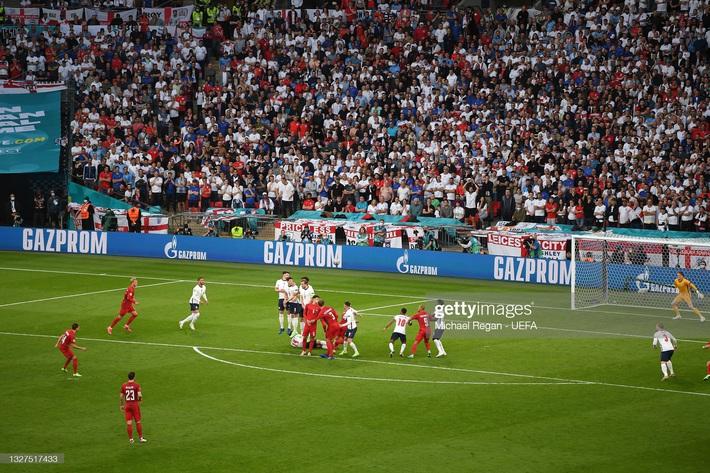 Nhận bàn thua từ quả đá phạt, thủ môn đội tuyển Anh bị chỉ trích giống hệt Đặng Văn Lâm - Ảnh 2.