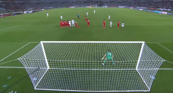 Nhận bàn thua từ quả đá phạt, thủ môn đội tuyển Anh bị chỉ trích giống hệt Đặng Văn Lâm - Ảnh 3.
