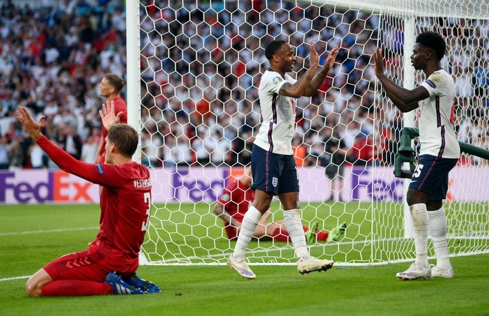 Sân Wembley mở hội, ĐT Anh ăn mừng cuồng nhiệt khi vào chung kết EURO 2021 - Ảnh 10.