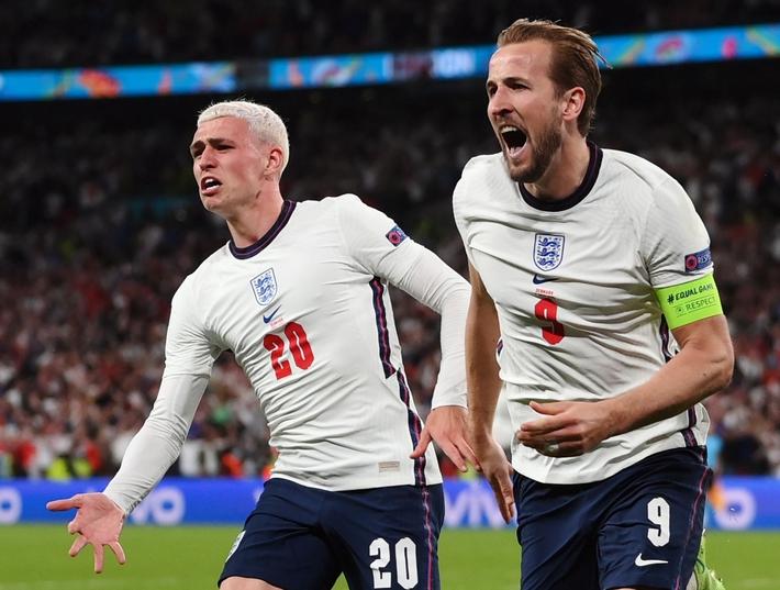 Sân Wembley mở hội, ĐT Anh ăn mừng cuồng nhiệt khi vào chung kết EURO 2021 - Ảnh 13.