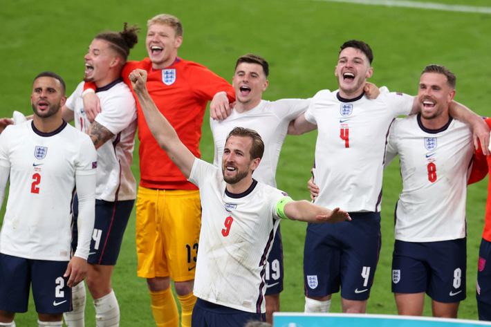 Sân Wembley mở hội, ĐT Anh ăn mừng cuồng nhiệt khi vào chung kết EURO 2021 - Ảnh 2.