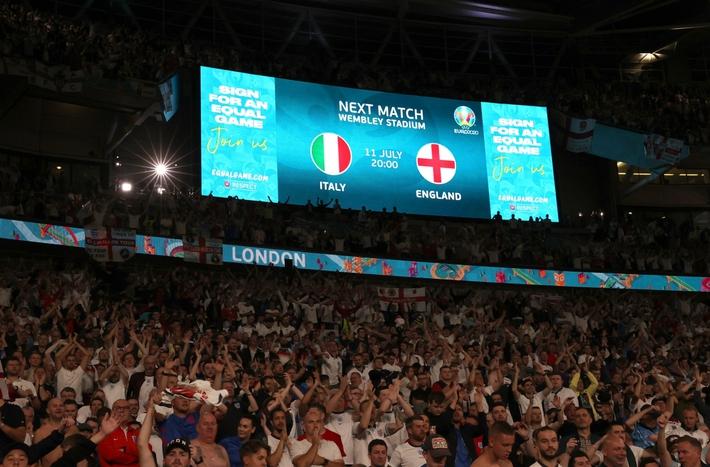 Sân Wembley mở hội, ĐT Anh ăn mừng cuồng nhiệt khi vào chung kết EURO 2021 - Ảnh 6.