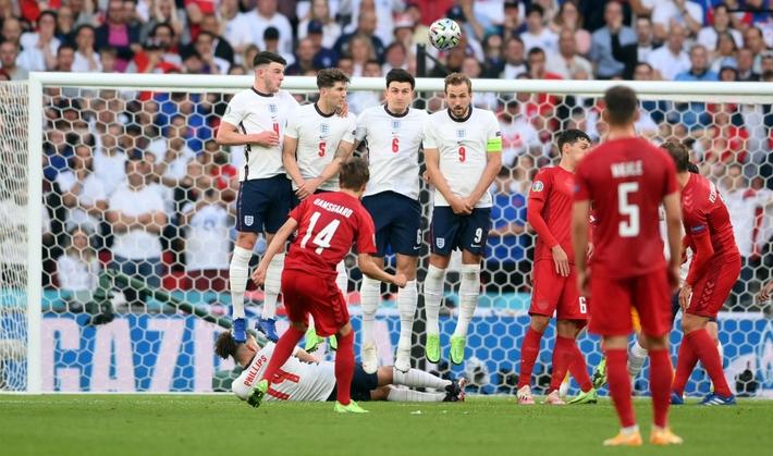 Sân Wembley mở hội, ĐT Anh ăn mừng cuồng nhiệt khi vào chung kết EURO 2021 - Ảnh 9.