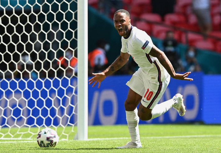 Bây giờ nói Raheem Sterling là cầu thủ xuất sắc nhất ĐT Anh đã được chưa? - Ảnh 1.