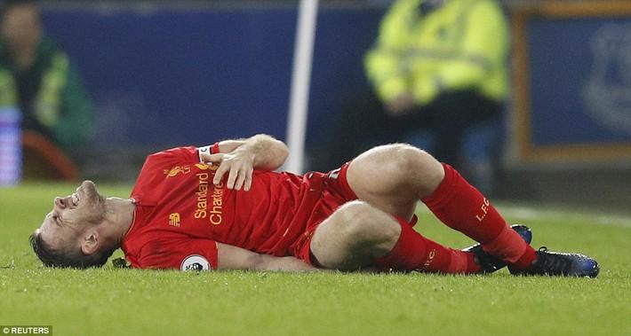 Sau cú tắc bóng ghê rợn với đội trưởng Liverpool, sao Everton được tha thứ bởi điều này - Ảnh 4.