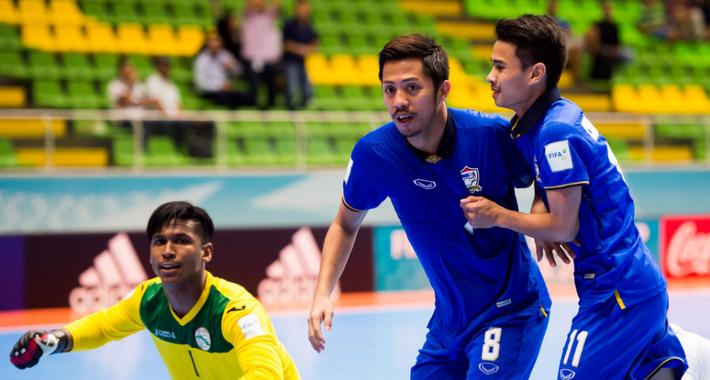 Bị dẫn 3 bàn, Thái Lan vẫn giành thắng lợi ngoạn mục ở World Cup - Ảnh 2.