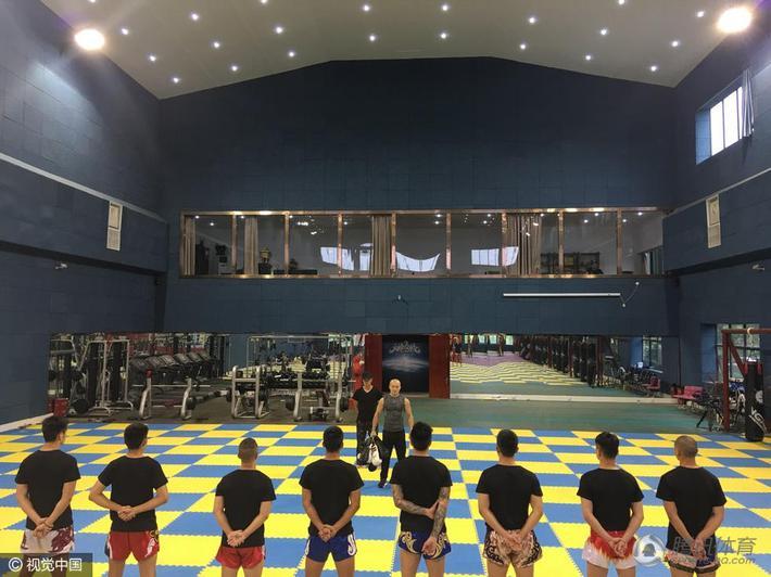 Võ sĩ Trung Quốc tung chiêu mới khiêu khích Thánh Muay Thái - Ảnh 4.