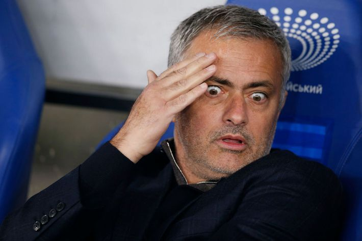 Mourinho bị khuất phục, chịu thỏa hiệp và lo sợ cho chính mình - Ảnh 1.