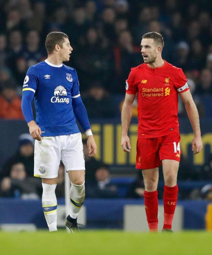 Sau cú tắc bóng ghê rợn với đội trưởng Liverpool, sao Everton được tha thứ bởi điều này - Ảnh 1.