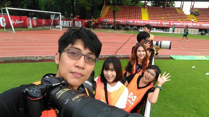 Sao trẻ Thái Lan cưa đổ nữ nhân viên liên đoàn xinh như mộng - Ảnh 6.