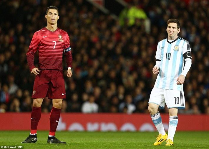 Nếu đổi chỗ cho Messi, Kane và Ronaldo có lẽ cũng chỉ là phường vô dụng - Ảnh 2.