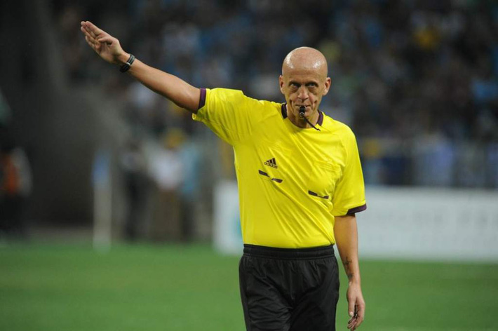 Siêu trọng tài Pierluigi Collina cũng sẽ bó tay với bóng đá Việt Nam - Ảnh 2.