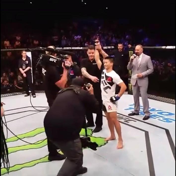 Bất ngờ với tiền thưởng của võ sĩ gốc Việt sau chiến thắng gây sốc làng MMA thế giới - Ảnh 2.