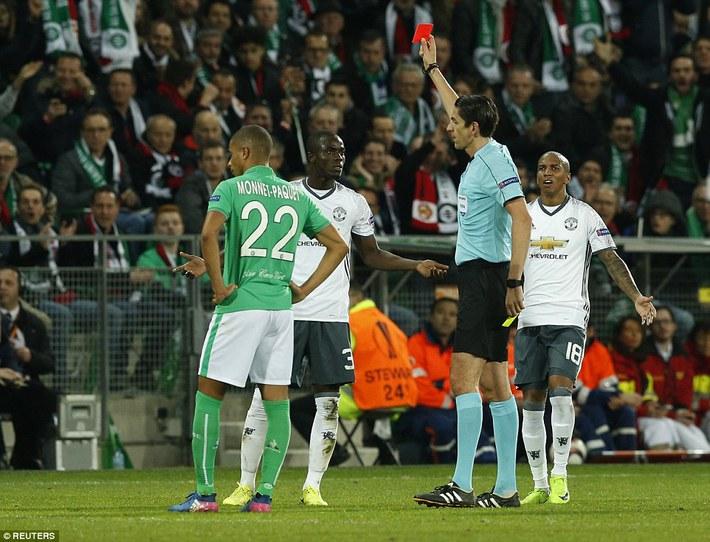 Man United thắng dễ trên đất Pháp, Mourinho vẫn méo mặt  - Ảnh 3.