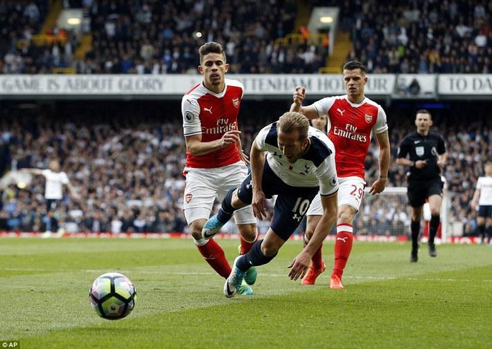 Trút niềm căm hận trăm năm, Tottenham ép Arsenal cúi gục đầu trên White Hart Lane - Ảnh 24.