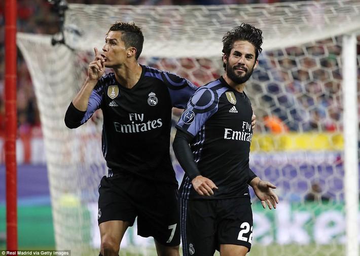 Ronaldo và Torres xúc phạm nhau thậm tệ trong trận bán kết lượt về - Ảnh 2.