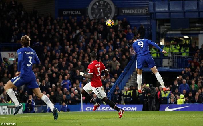 Trung vệ huyền thoại của Man United phát điên với bàn thua của đội nhà - Ảnh 1.