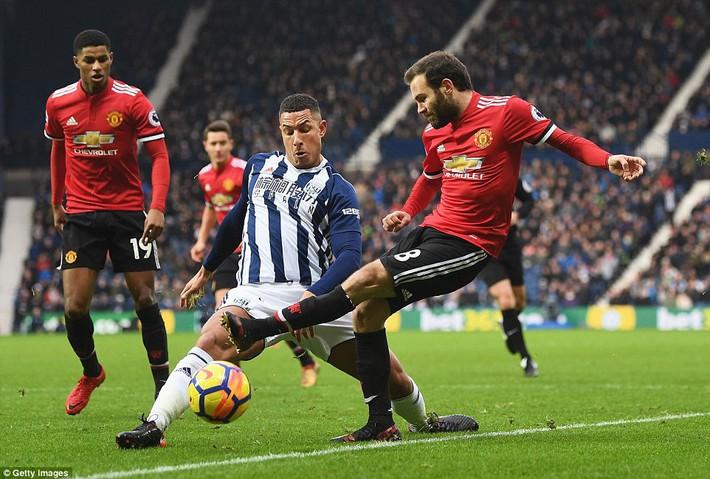 Bắt chước Man City không thành, Man United lại thắng thót tim kiểu Mourinho - Ảnh 9.