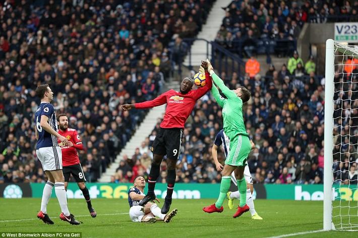 Bắt chước Man City không thành, Man United lại thắng thót tim kiểu Mourinho - Ảnh 13.