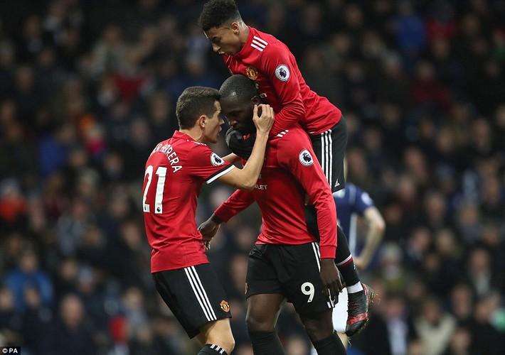 Bắt chước Man City không thành, Man United lại thắng thót tim kiểu Mourinho - Ảnh 16.
