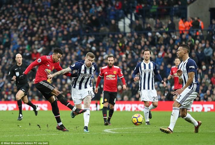 Bắt chước Man City không thành, Man United lại thắng thót tim kiểu Mourinho - Ảnh 17.