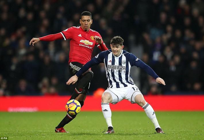 Bắt chước Man City không thành, Man United lại thắng thót tim kiểu Mourinho - Ảnh 19.
