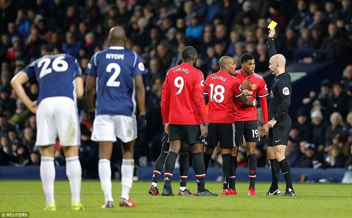 Bắt chước Man City không thành, Man United lại thắng thót tim kiểu Mourinho - Ảnh 20.