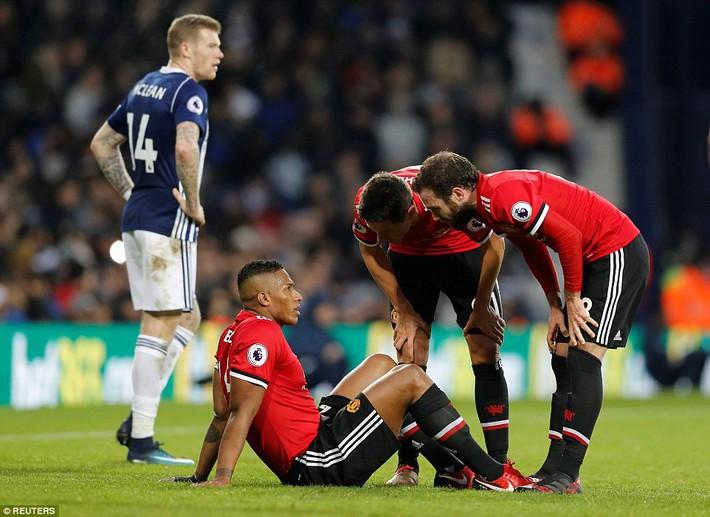 Bắt chước Man City không thành, Man United lại thắng thót tim kiểu Mourinho - Ảnh 21.