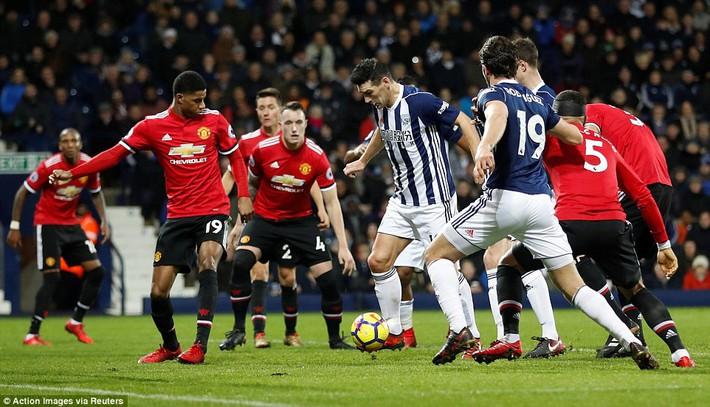 Bắt chước Man City không thành, Man United lại thắng thót tim kiểu Mourinho - Ảnh 22.