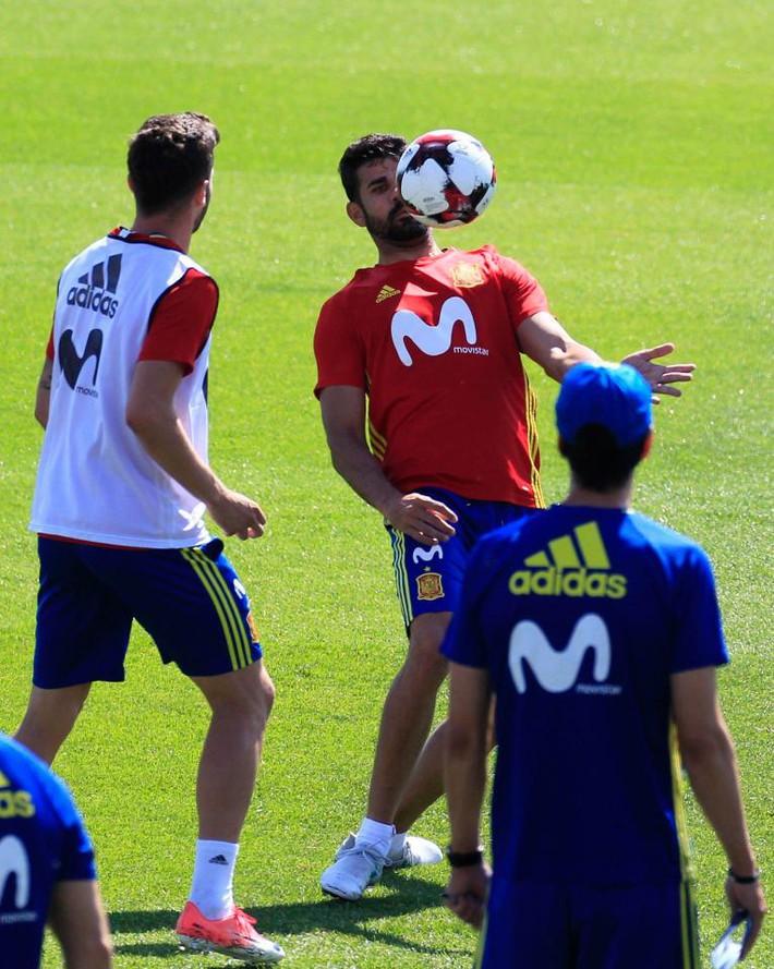 Costa đau đớn tiết lộ: Conte nhắn tin đuổi tôi khỏi Chelsea - Ảnh 1.