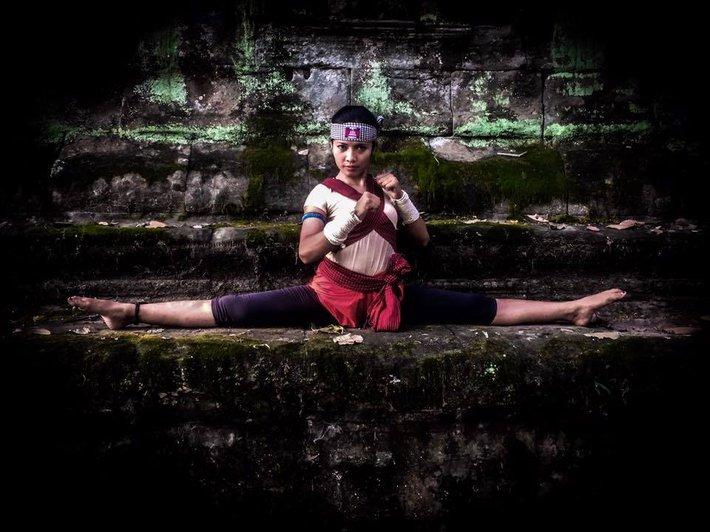 Hot girl làng võ Campuchia gây sốt với vẻ đẹp dữ dội, nhưng không kém phần quyến rũ - Ảnh 1.