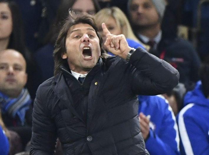 Conte nên dừng đối đầu, phải xây dựng lại mối quan hệ với Luiz - Ảnh 1.