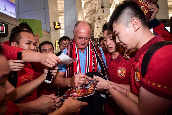 Cựu HLV Chelsea rời Trung Quốc như người hùng - Ảnh 1.