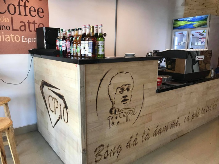 Cận cảnh quán cafe mới khai trương của Công Phượng - Ảnh 2.