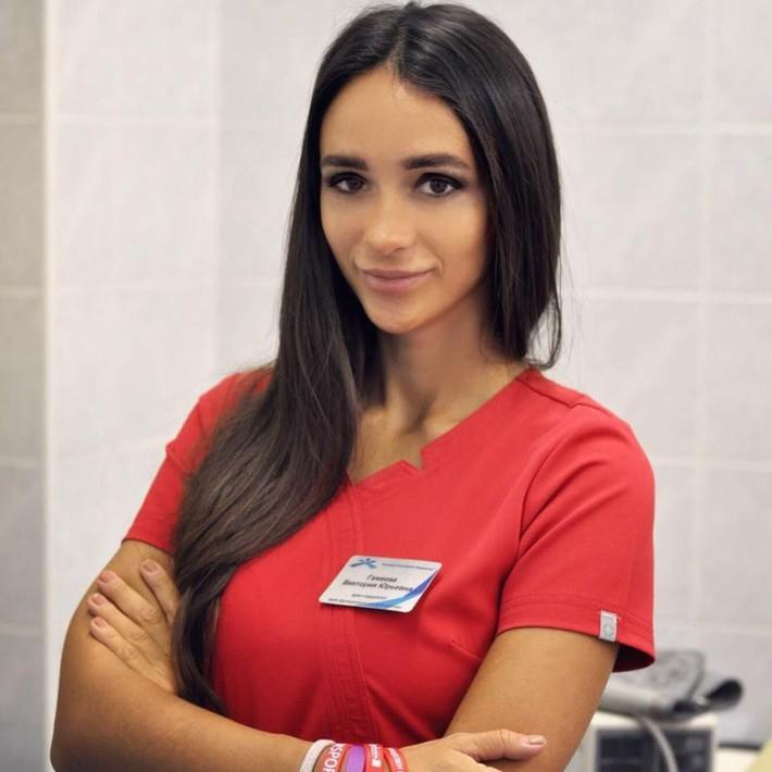 Nữ bác sĩ xinh đẹp cấm cầu thủ Nga làm chuyện ấy trước trận gặp Liverpool - Ảnh 2.