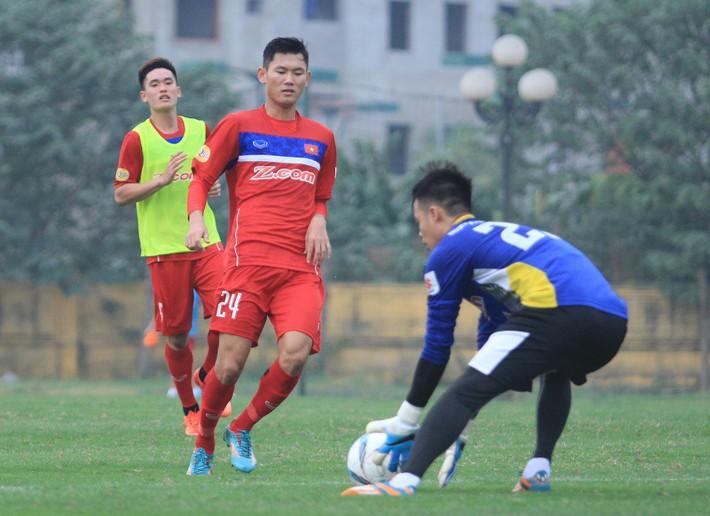 U23 Việt Nam bổ sung trung vệ, chia tay tiền đạo - Ảnh 1.