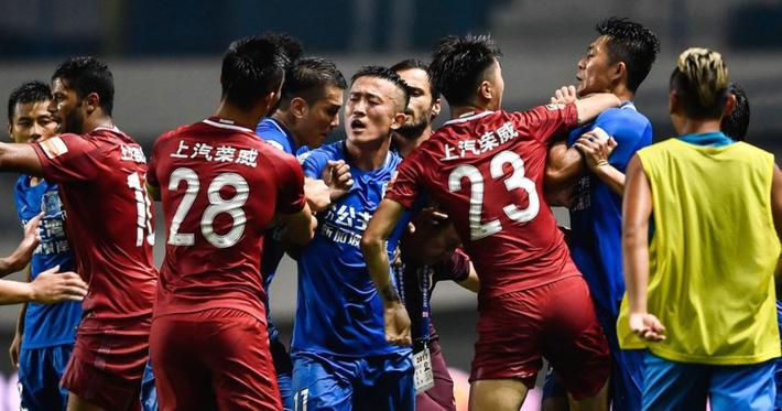 Quậy ở Trung Quốc, cựu HLV Chelsea bị treo 8 trận - Ảnh 3.