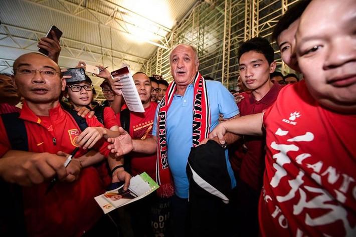 Cựu HLV Chelsea rời Trung Quốc như người hùng - Ảnh 5.