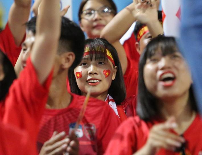 Fan nữ cổ vũ Công Phượng đấu hot boy xứ Hàn - Ảnh 6.