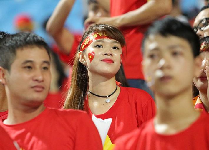 Fan nữ cổ vũ Công Phượng đấu hot boy xứ Hàn - Ảnh 9.
