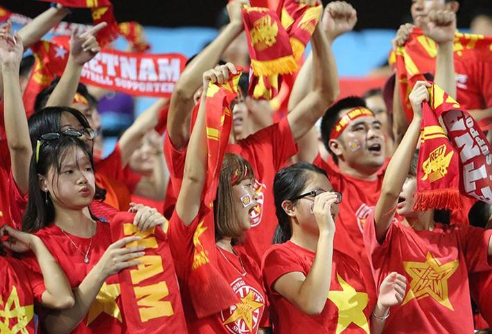Fan nữ cổ vũ Công Phượng đấu hot boy xứ Hàn - Ảnh 10.