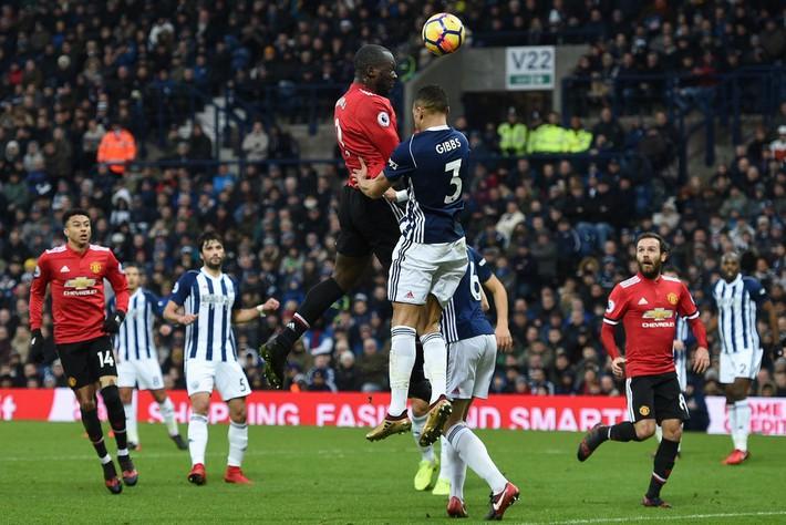 Bắt chước Man City không thành, Man United lại thắng thót tim kiểu Mourinho - Ảnh 3.