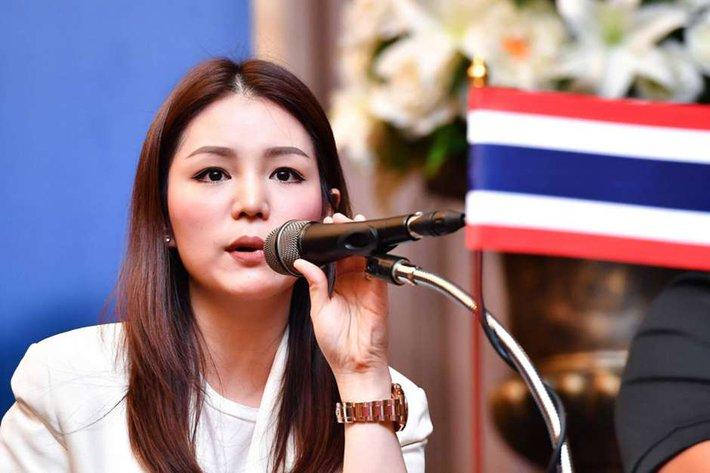"""""""Đại mỹ nhân"""" Thái Lan và chuyện """"làm quan"""" của U22 Việt Nam - Ảnh 1."""